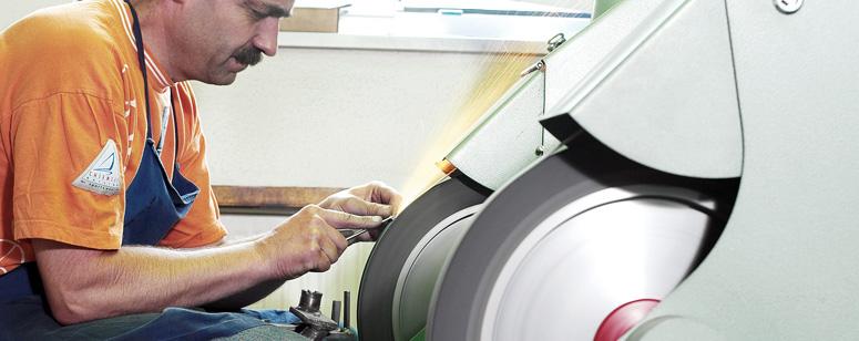 Ein Original Equipment Manufacturer (abgekürzt OEM, englisch für Originalausrüstungshersteller) ist ein Hersteller fertiger Komponenten oder Produkte, der diese original produziert, sie aber nicht selbst in den Handel bringt.